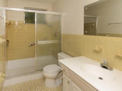 1422 en-suite master bath