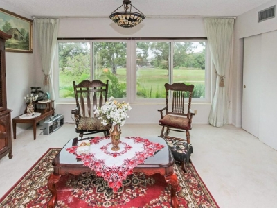 #4570 Florida room w/ golf course view