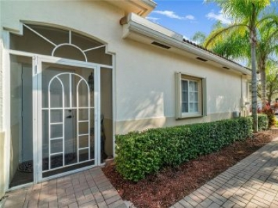 Beautiful 3/2 one car garage VILLA in Baywinds of Royal Palm Beach