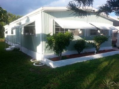 Amazing deal! Mobile home Davie big 24 x 56 On the water won't last. Your retirement dream come true!